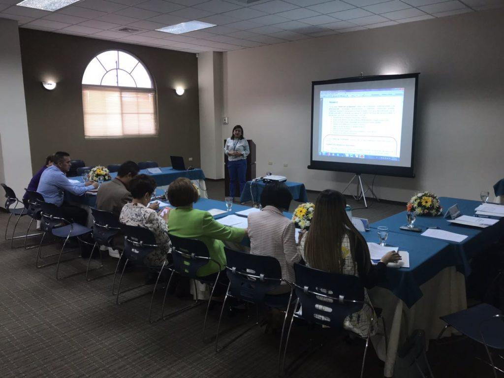 Reunión del Foro Dakar Honduras con representantes del Grupo Local de Educación y el Consejo Nacional de Educación (CNE) analizando política educativa en Honduras.
